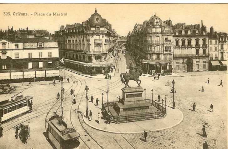Orleans Strassenbahn auf der place du Martroi