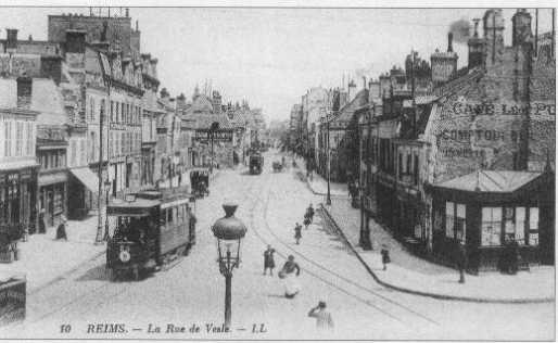Reims, eine Strassenbahn auf der Rue de Vesle, Postkarte (1913)