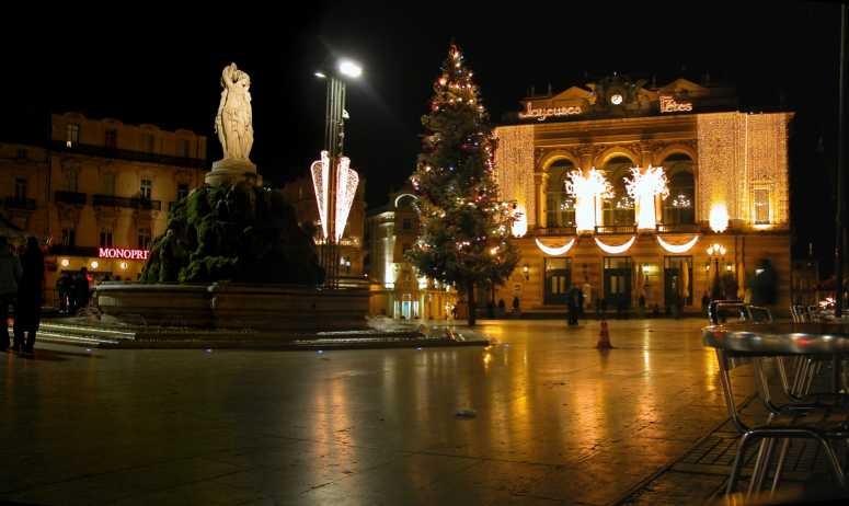 La place de la Comédie (Montpellier, Hérault) mit Weihnachtsbeleuchtung (Foto: ByB)