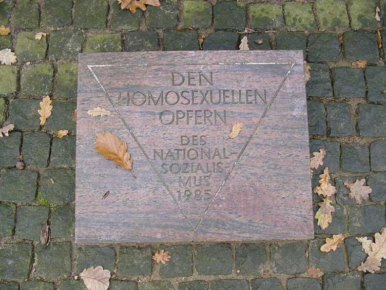 Gedenkstein homosexuelle NS Opfer KZ Neuengamme (Foto: Fabius / gemeinfrei)