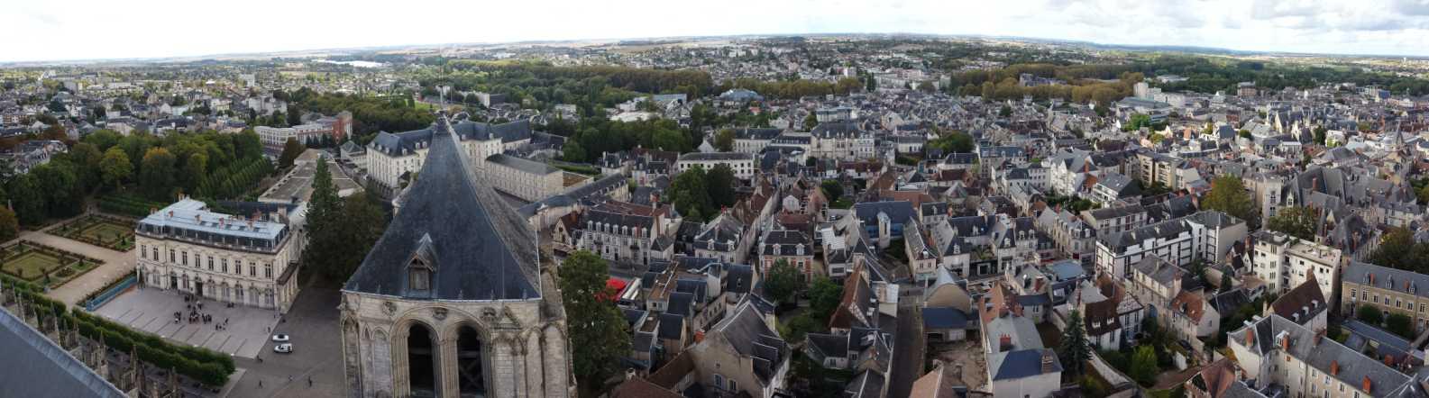 Bourges / Panorama eines teils der Altstadt, links der Bischofs-Garten