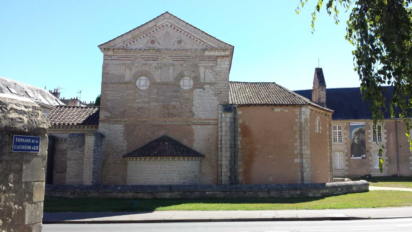 Baptisterium Saint Jean, Seitenwand aussen