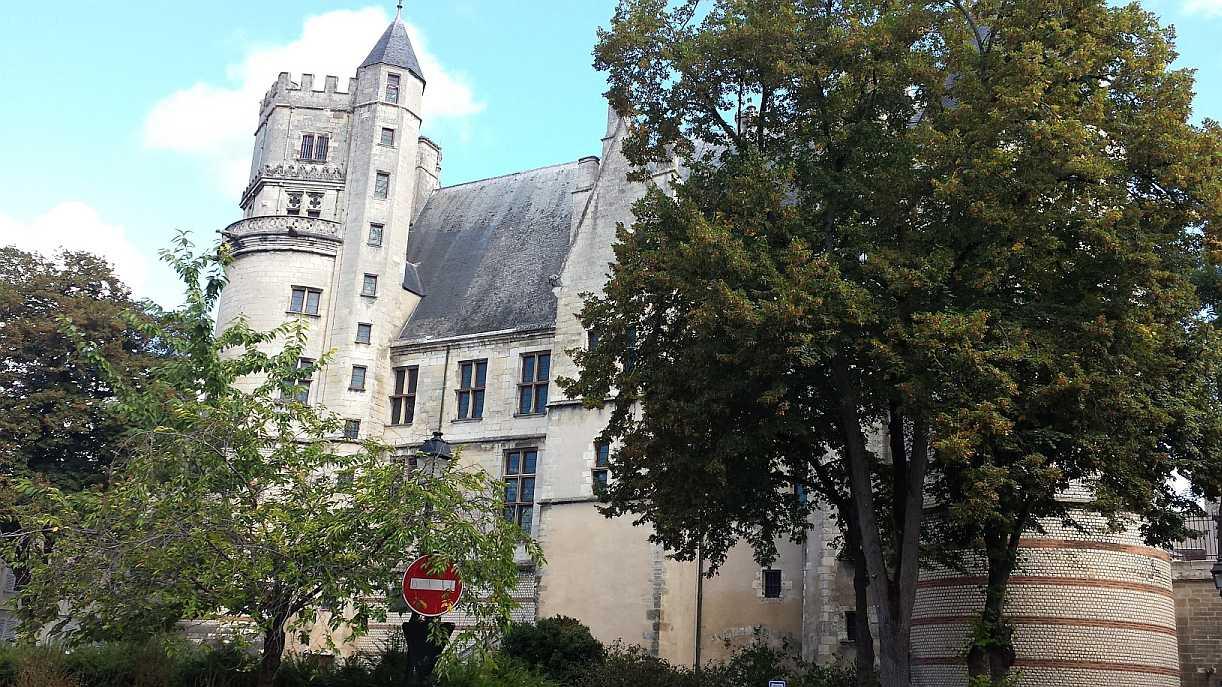 Palais Jacques Coeur - Ansicht von außerhalb der Stadtmauer