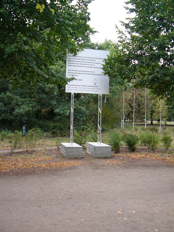Denkmal für die im Nationalsozialismus verfolgten Homosexuellen - Bauschild 2006