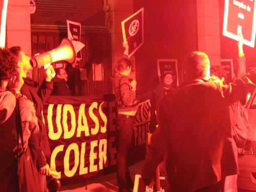 ACT UP Paris protestiert vor dem Pariser Banque Club gegen eine Bareback-Party (Foto: ACT UP Paris)