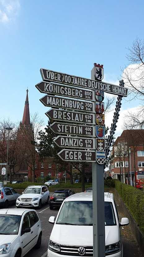 700 Jahre deutsche Heimat ? Wegweiser in Delmenhorst