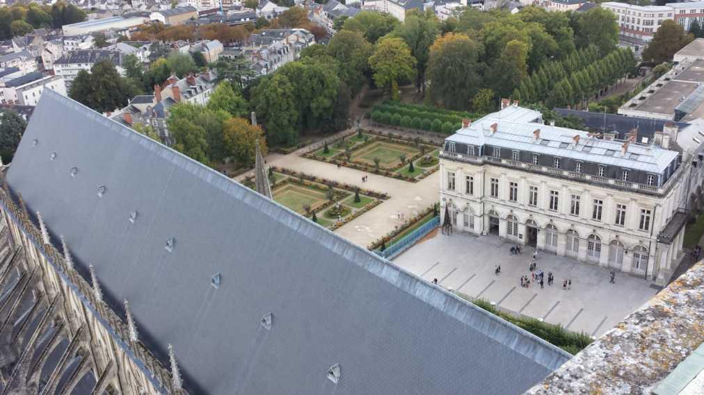 Bourges - Palais archiépiscopal unmd Gartenh, vom Turm der Kathedrale aus gesehen
