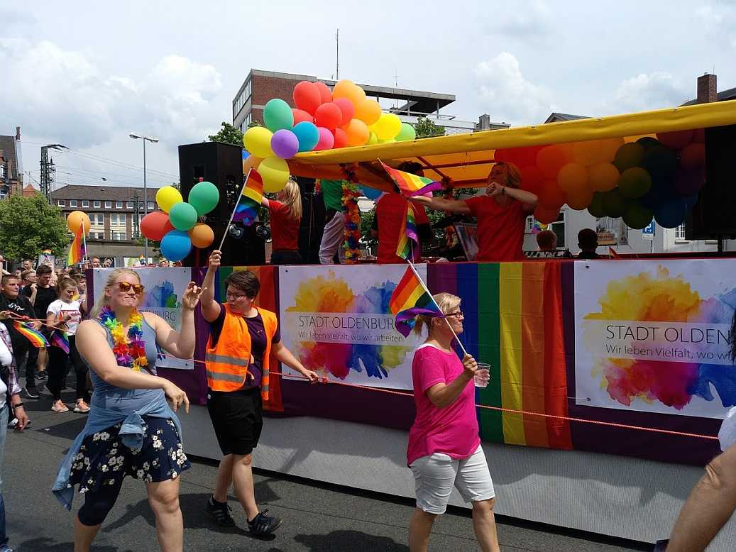 CSD Oldenburg 2018 - Wagen der Stadt Oldenburg