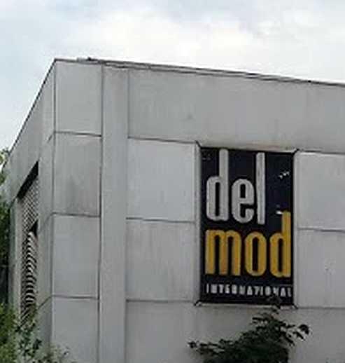 Delmod Logo am ehemaligen Werksgebäude kurz vor dem Abriss 2018
