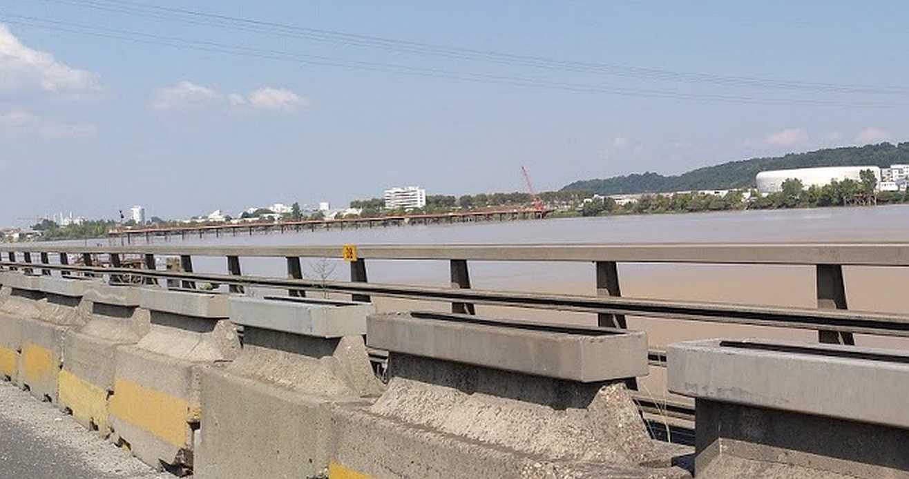 die (ruhenden) Bauarbeiten an der pont Simone Veil im September 2018