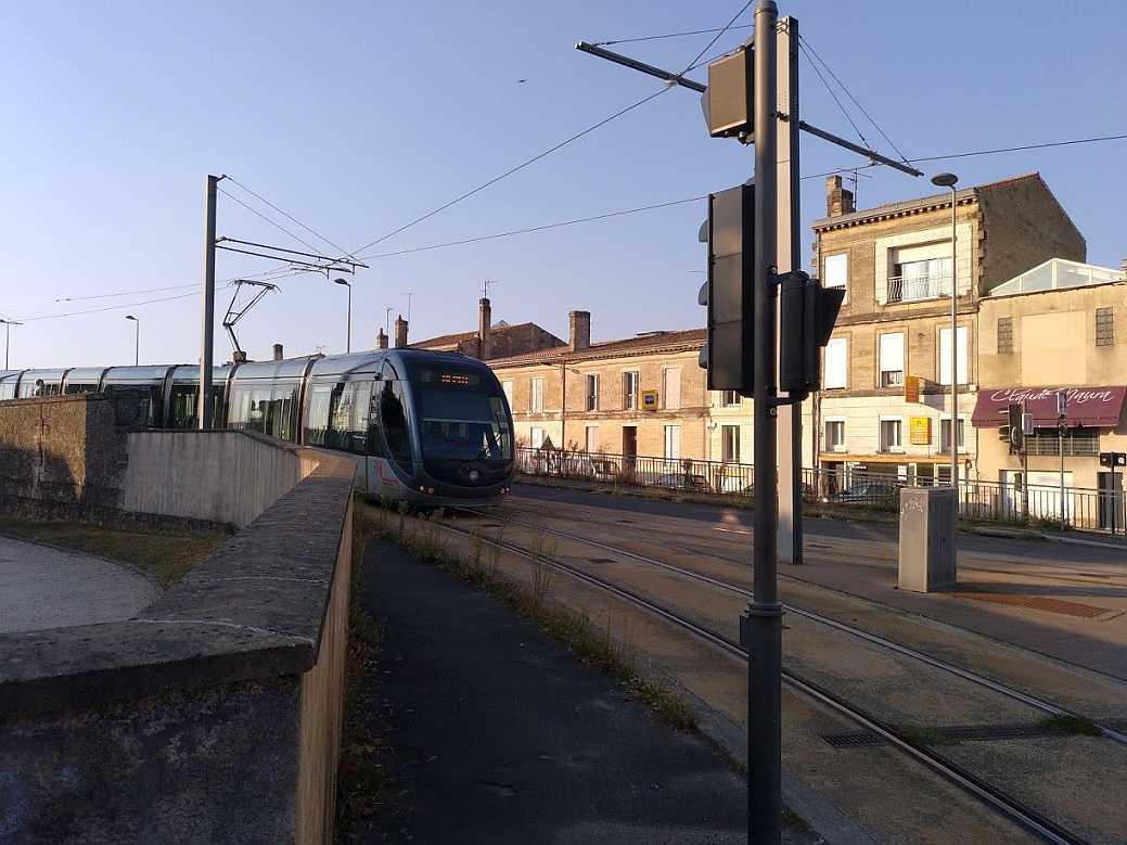 Bordeaux Strassenbahn auf der Fahrt zum Depot Bastide, September 2018