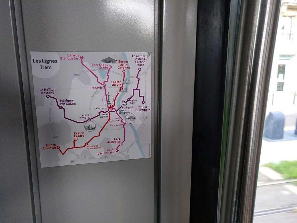Aufkleber mit dem Liniennetz der Straßenbahn von Bordeaux 2018