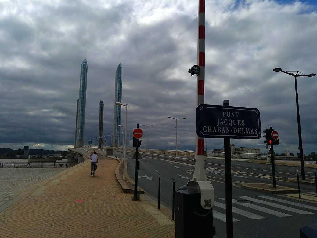 Zufahrt zum pont Chaban-Delmas in Bordeaux, 2018