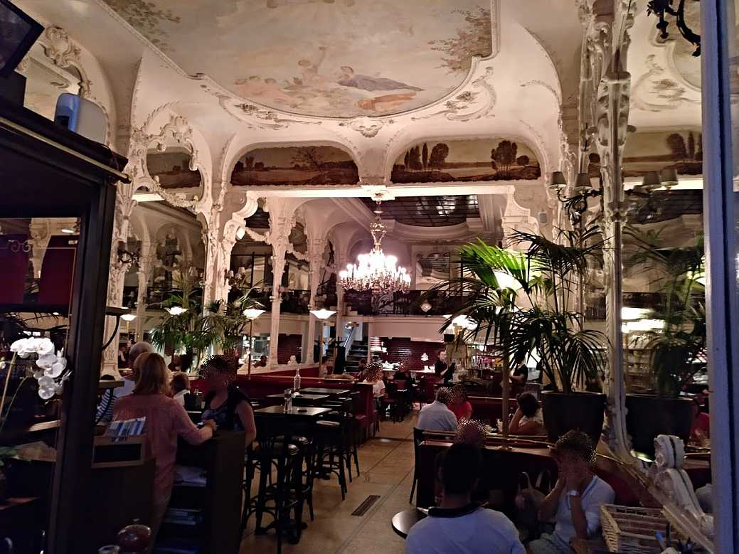 Moulins le Grand Café im August 2018