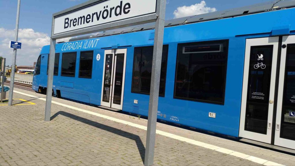 Brennstoffzellen-Antrieb: Alstom Coradia iLint 2019 im Bahnhof Bremervörde