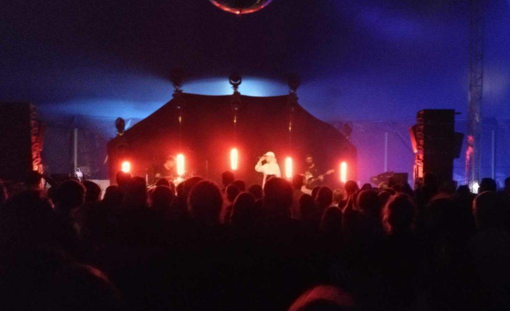 Mavi Phoenix im August 2020 bei seinem Auftritt beim Watt en Schlick Fest in Dangast