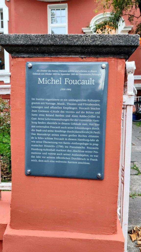 Gedenktafel für Michel Foucault am Eingang des Institut francais in Hamburg seit 2019