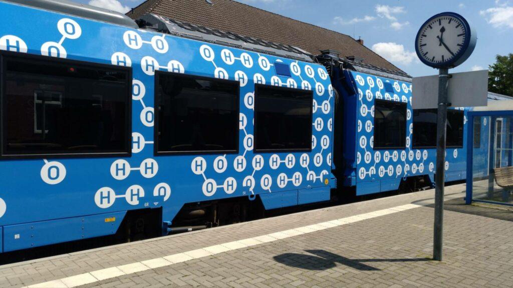 Alstom Coradia iLint 2019 im Bahnhof Bremervörde Wasserstoff Brennstoffzelle