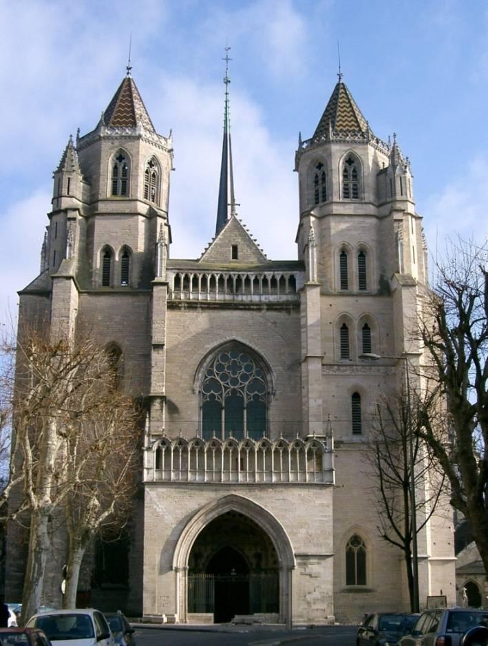hier vor der Kathedrale wurde 1951 der Weihnachtsmann verbrannt
