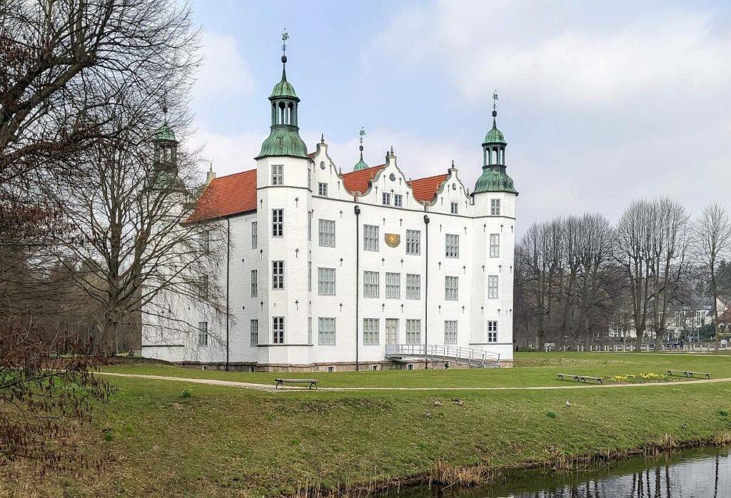 Schloss Ahrensburg, 1759 - 1932 im Besitz der Familie Schimmelmann