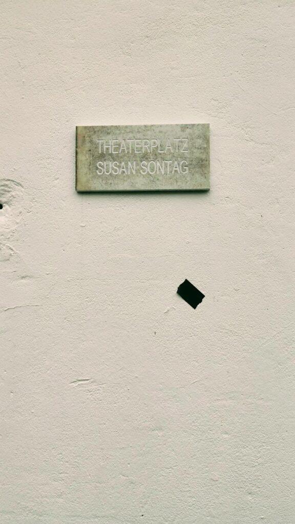 Theaterplatz Susan Sontag
